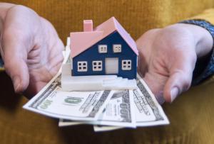 Nederlandse jongeren overwegen sneller te emigreren door oververhitte woningmarkt